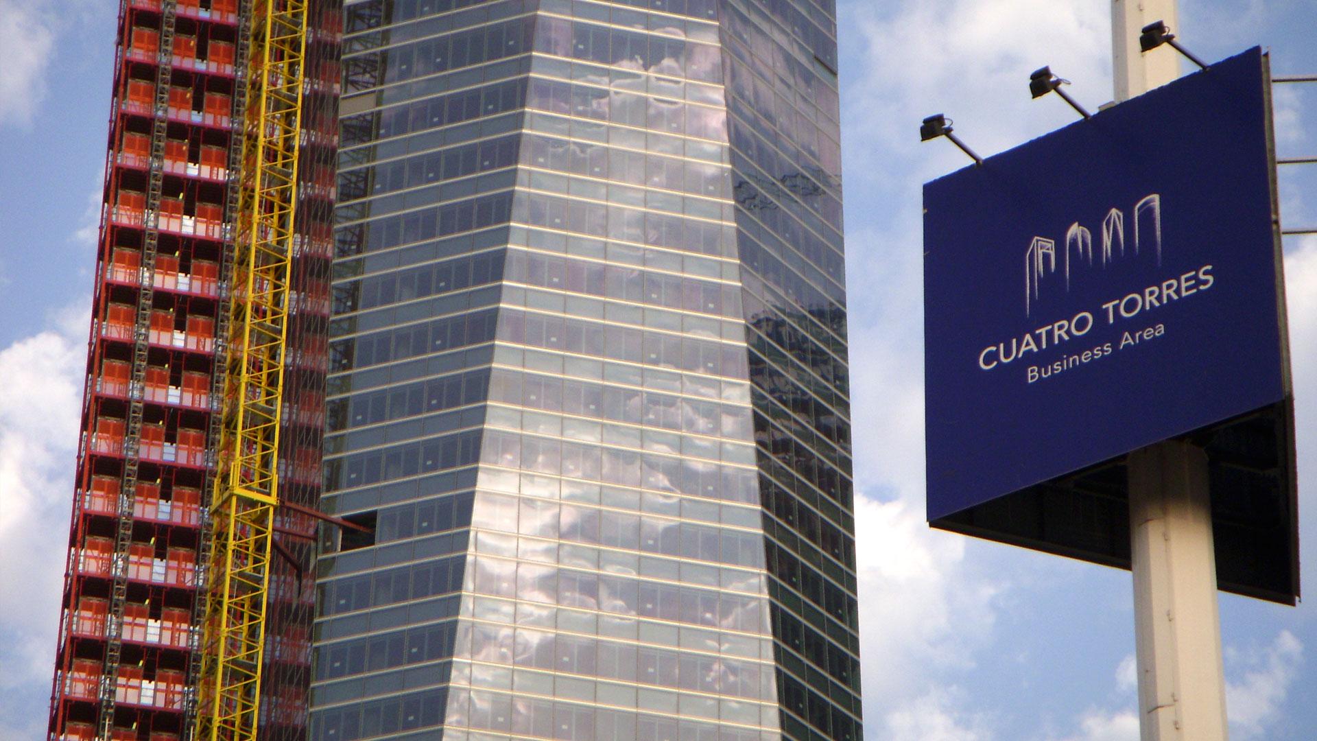 la torre de cristal es un rascacielos de madrid espaa situado en el complejo cuatro torres business area en el distrito de pardo